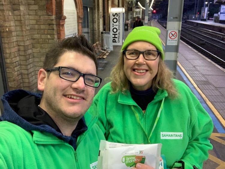 Samaritans give away tea at Ipswich Station as part of Brew Monday 20-Jan-2020